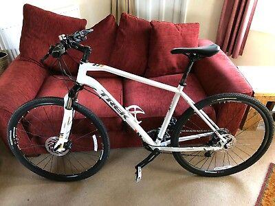 Trek 8.5 DS Men's Hybrid bike white