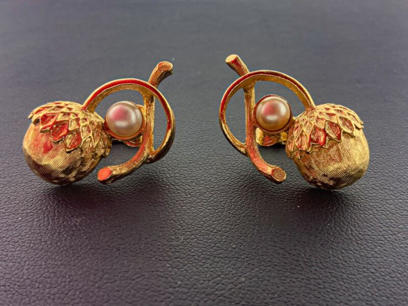 VINTAGE CLIP EARRINGS SIGNED SARAH COVENTRY GOLD ACORNS FAUX PEARLS