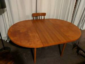 Extendable round dining table - Parker
