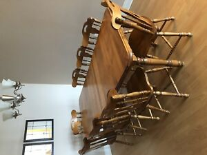 Beautiful like new maple table with 8 chairs. Two leafs