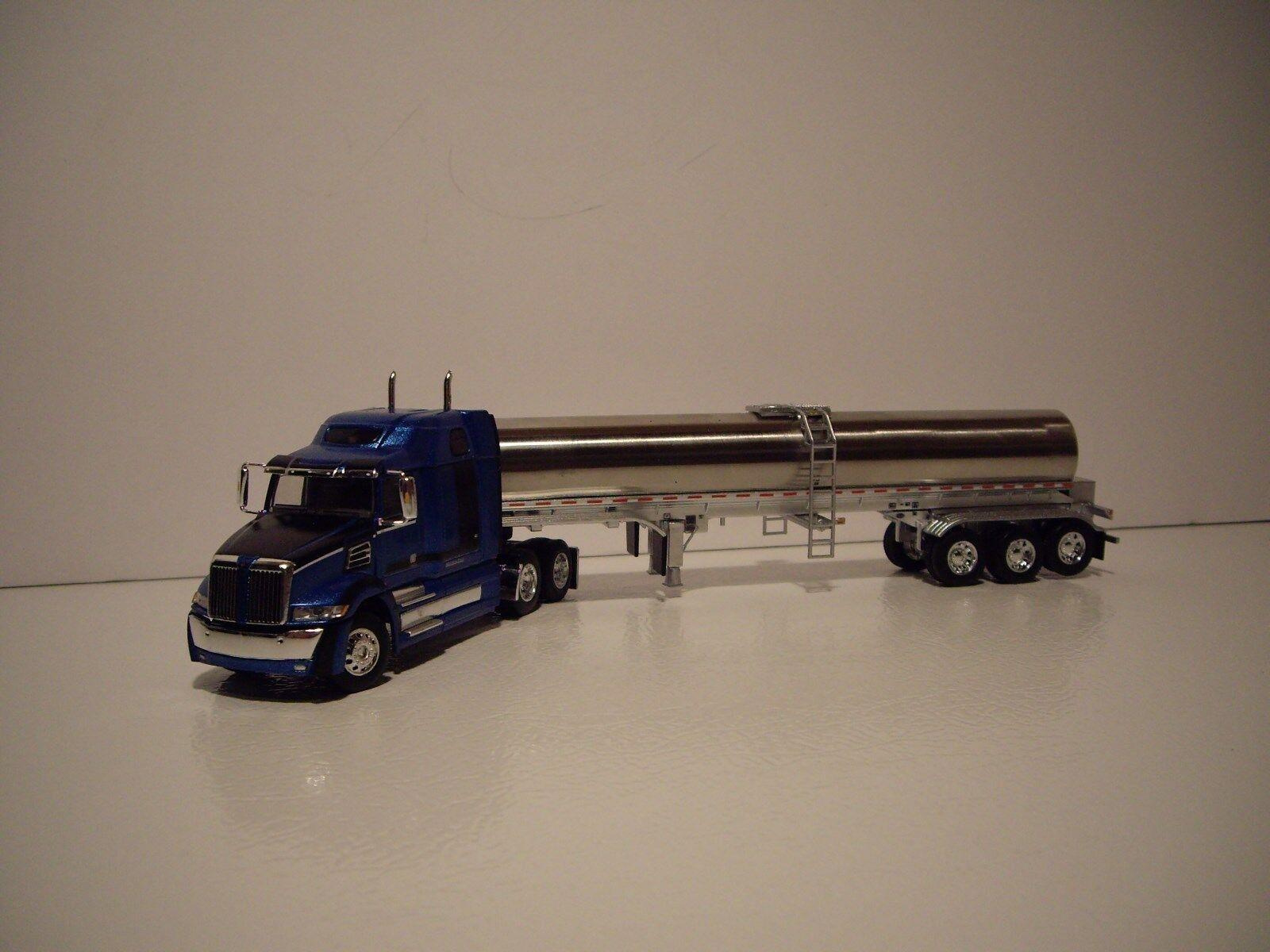 DCP FIRST GEAR 1/64 WESTERN STAR 5700XE WITH SLEEPER AND WALKER MILK TRAILER