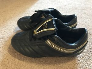Boys soccer cleats size 10