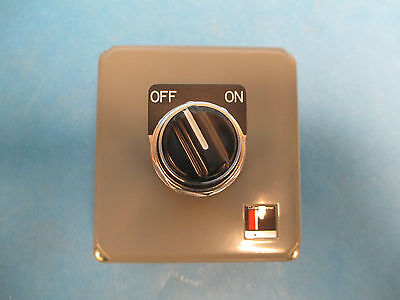 Cutler-hammer Button Station E20y01a26 Sing Rotary Switch New Surplus