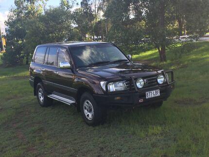 2004 Toyota Land Cruiser (Manual & 8 CYL 8 Seater)-Rego & RWC