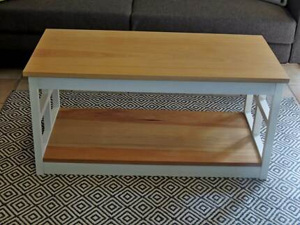 HAMPTONS PLANTATIONISLAND STYLE SOLID SIDE TABLESEE PICSMOVING - Island style coffee table