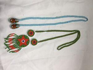 Colliers, bracelets et pinces des années 80