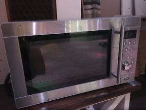 REDUCED!!! - RCA RMW1199 1.1 cu ft Microwave Oven