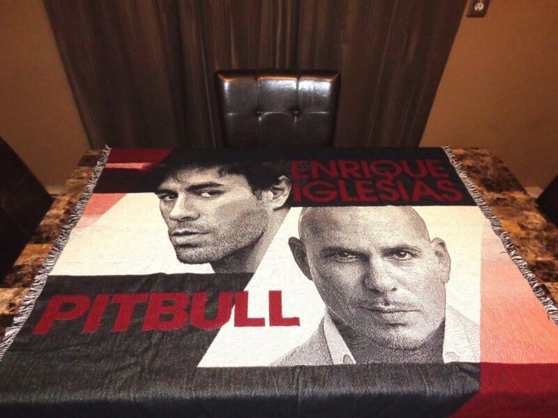 Pitbull & Enrique Iglesias Rare VIP Knitted Throw Blanket Wall Display 2014 Tour