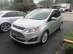 Ford C-Max energi 2015. Leather, heated seats, NAV and more!