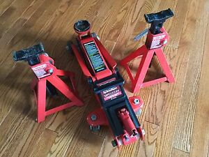MotoMaster Hydraulic Trolley Jack & Axle Stands - 2.25 Ton Cap.