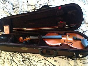 1/2 size violin with everything you need
