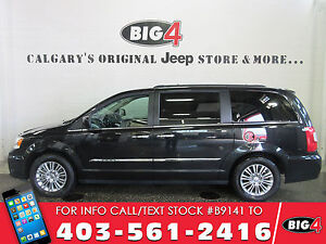 2016 Chrysler Town & Country Touring-L   Sunroof   Heated Seats