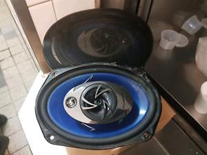 Pioneer 350 watts car speakers