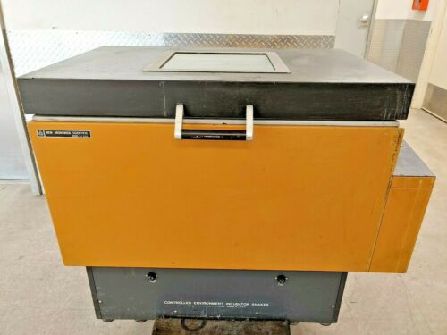 New Brunswick Series 25 Controlled Environment Laboratory Incubator Shaker