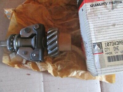 Oliver Tractor 55018001850 Brand New Governor Shaft Weight Gear Assembly Nos