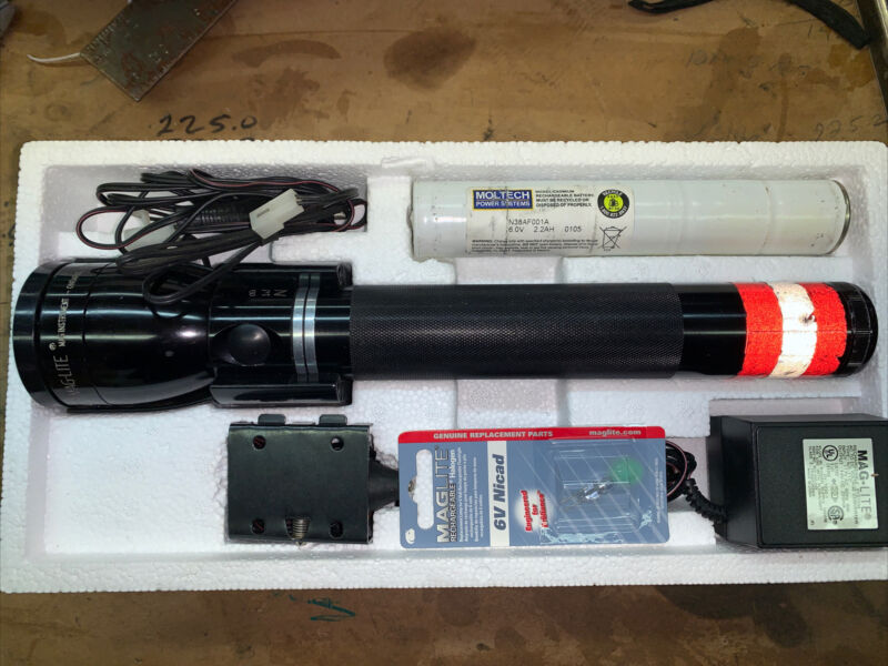 Mag-LITE Rechargable Flashlight System Used Rx1019