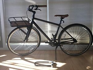 Cruiser bicycle with carrier