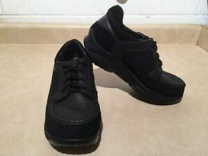 Women's Stretch Walker Shoes Size 11.5 London Ontario image 3