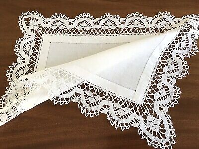 VINTAGE WHITE LINEN NEEDLEWORK LACE TABLE CENTRE CLOTH  23X17 INCHES