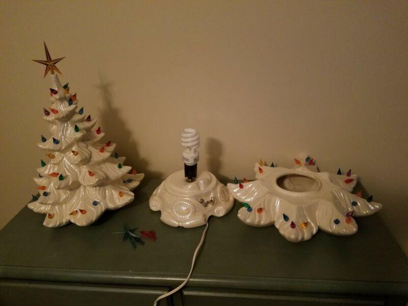 VTG 3 PC CERAMIC ATLANTIC MOLD IRIDESCENT WHITE LIGHT UP MUSICAL CHRISTMAS TREE