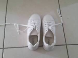Casual sport shoes ladies white brand new size 37 Au 6