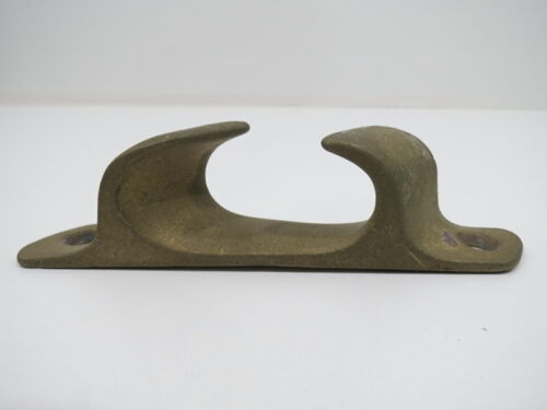 5+¼ inch Bronze Boat Chock -(XD4A1455)