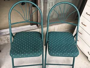 2 foldable chairs in good condition