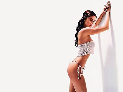 Shannon Elizabeth Unsigned 8X10 Photo  11