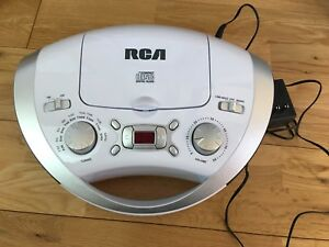 RCA portable CD and FM/AM Radio