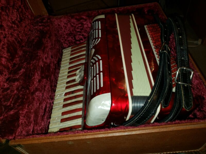 Accordion Renelli Vintage 1972 Mother of Pearl inlay with Original Case