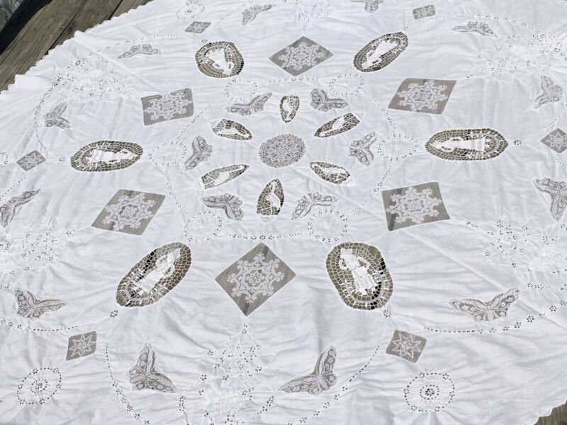 """Vintage Embroidered Tablecloth W Figural Needlework & Filet Lace Inserts 82"""" Rnd"""