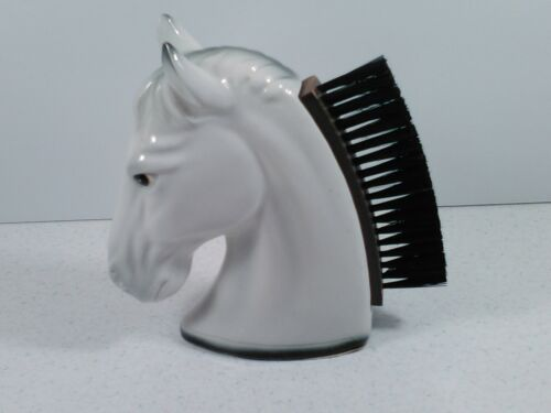 I- 22 **** CERAMIC WHITE HORSE HEAD LINT BRUSH ****. IN VERY GOOD CONDITION