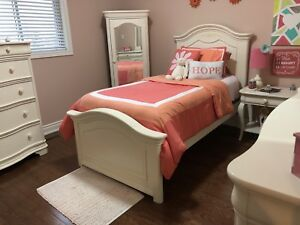 Girls Bedroom furniture - 6 pieces! Receipt attached