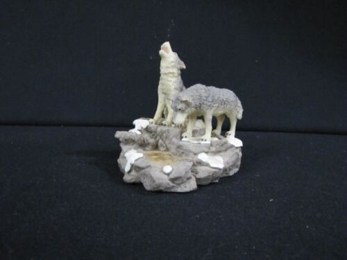 Howling Wolves Wolf Timberwolves Outdoor Nature Water Pond Gray White Figurine