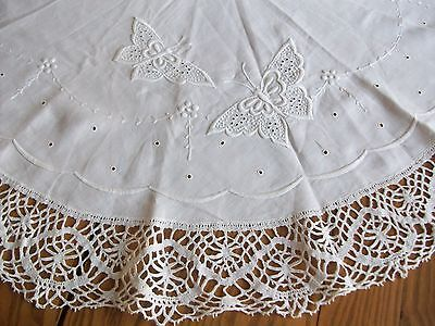 """LOVELY VINTAGE 44"""" LINEN TABLECLOTH ~ WHITE-ON-WHITE EMBROIDERY ~ 4"""" BOBBIN LACE"""