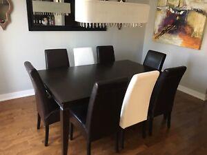 Table à dîner avec 8 chaises