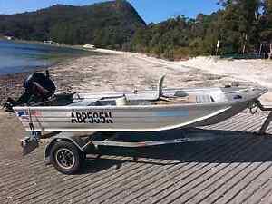 V NOSE PUNT 3.5 MTR QUINTREX TRAVELLER Shoal Bay Port Stephens Area Preview