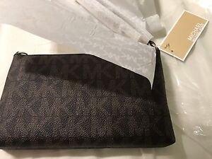Michael kors leather wristlet brand new with tag  London Ontario image 3