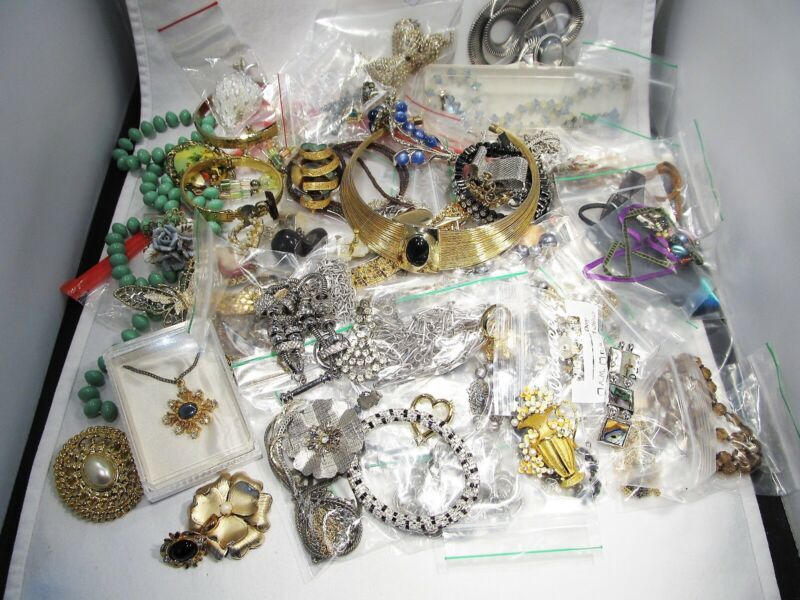 Vintage Lot Costume Jewelry Most Individually Bagged Variety C2870
