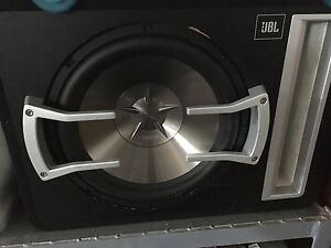 12 inch Clarion subwoofer, JBL box, and Sony xplod mono amp Berwick Casey Area Preview