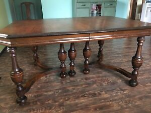 GORGEOUS SOLID WALNUT ANTIQUE TABLE/4 CHAIRS