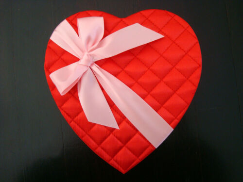 GORGEOUS USED VALENTINE QUILTED HEART CANDY BOX WITH BOW