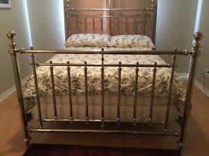 Chrome Vintage-Look Bed