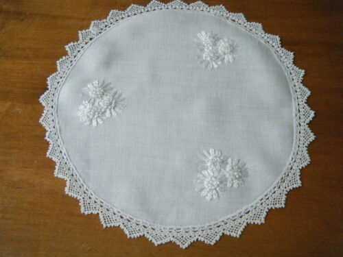 Antique doily round shape raised embroidery hand crochet trimmed lace