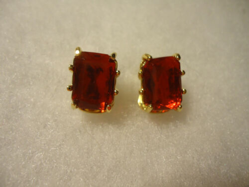 Vintage/nos gold tone red rhinestone clip on earrings