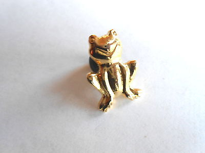 Cool Vintage Ruth's Designs Sitting Figural Frog Golt Tone Lapel Pin Pinback