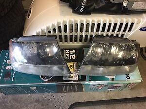 (2) JEEP GRAND CHEROKEE HEADLIGHTS