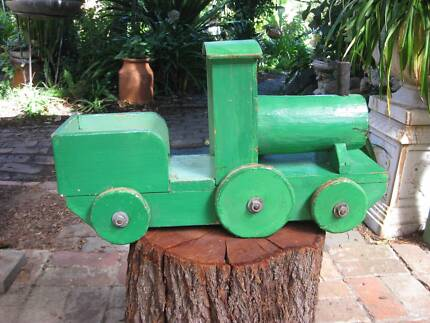 VINTAGE ANTIQUE Green Wooden Toy Train Engine (Heavy)Metal Axles