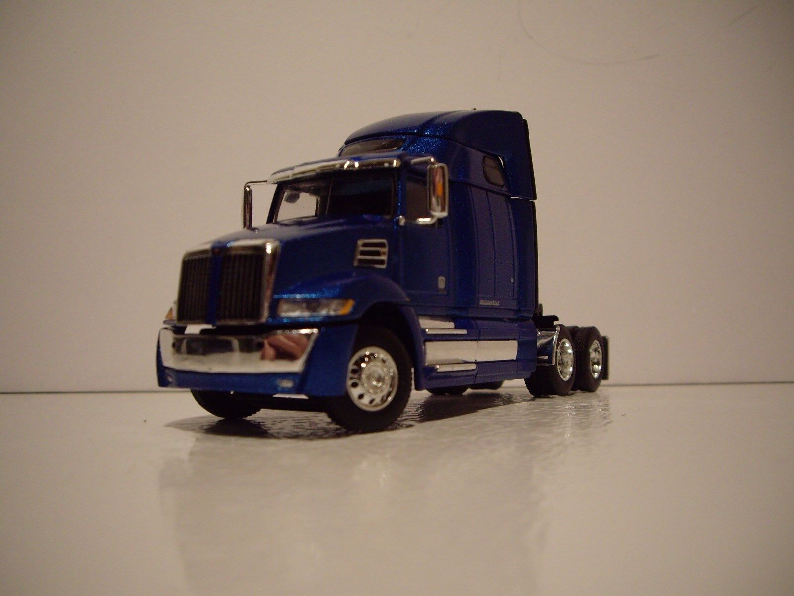 DCP FIRST GEAR 1/64 METALIC BLUE WESTERN STAR 5700XE WITH HIGH ROOF SLEEPER