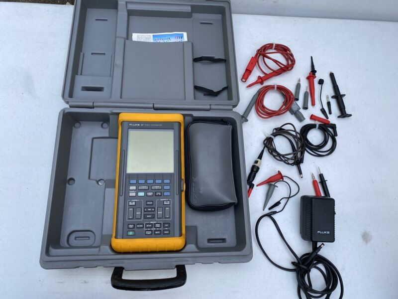 Fluke PM 97 50MHz Scopemeter with Case and Extras